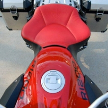 BMW R1200GS: Day-Long Solo All Vinyl Red Insert Black Sides | Halfmoon Pattern