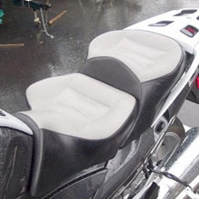 BMW R1200RT: Day-Long Dual Medium Gray Leather Insert with Vinyl Sides