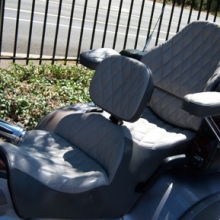Honda GL 1800 Trike: Dual Leather Saddle with Small Diamond Pattern