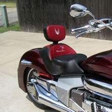 Honda Rune: Backrest Black & Burgundy