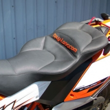 KTM 690 Enduro: Day-Long Dual Sport Seat | Black Gripper Insert in Half Moon Pattern | Black Vinyl Sides
